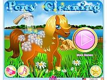 Чистая пони в конюшне